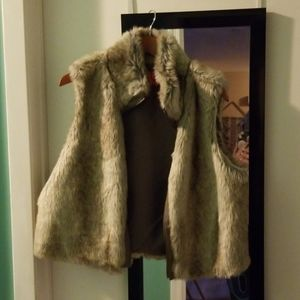 Faux fur vest like new